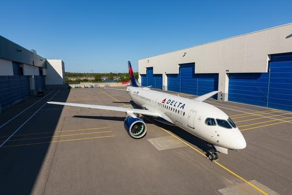 Delta's new A220 narrowbody jet.