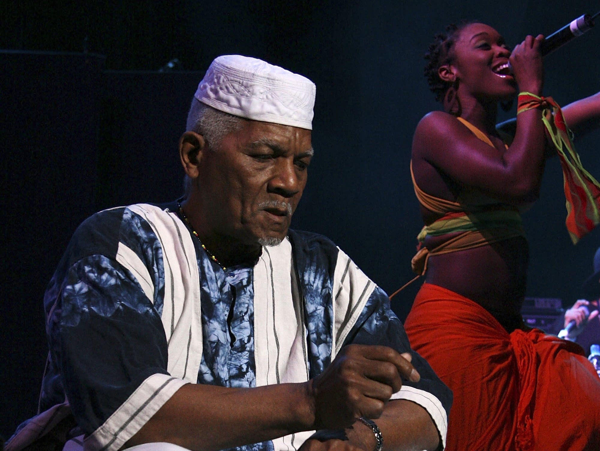 Baba Oje on stage with Arrested Development in 2007.