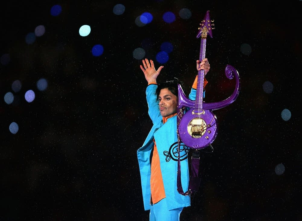 Prince performing at the Super Bowl in 2007