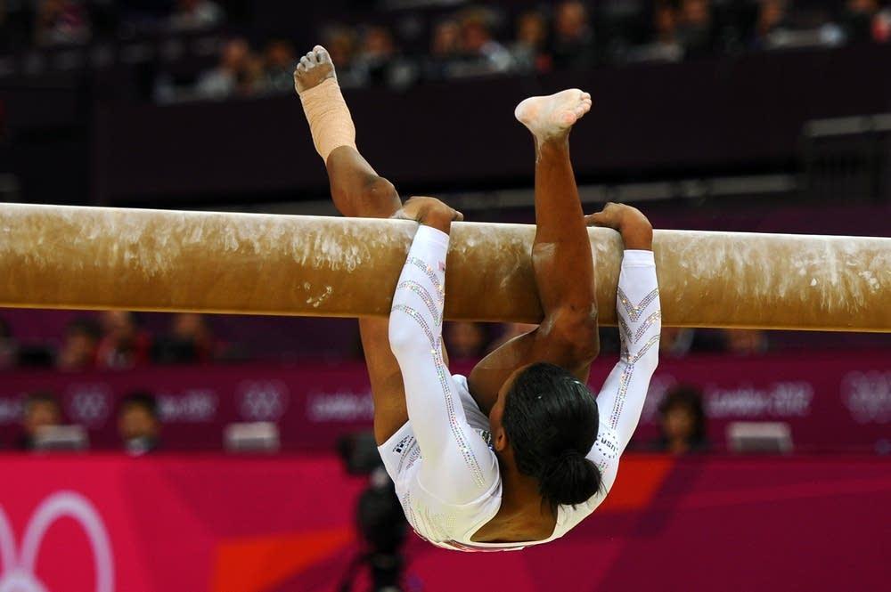 Gabrielle Douglas falls off the beam