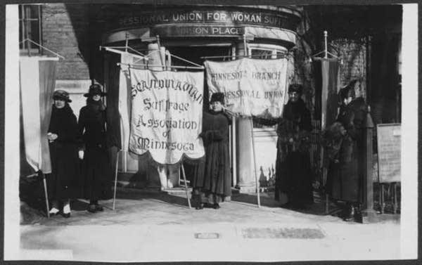 "Scandinavian Woman Suffrage Association participate in ""Minnesota Day"""