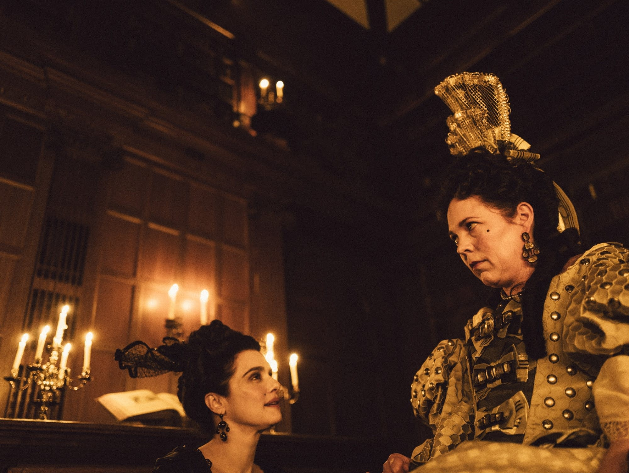 Rachel Weisz and Olivia Colman in the film THE FAVOURITE.