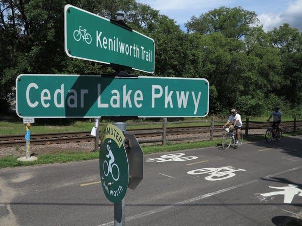 Kenilworth Trail signs