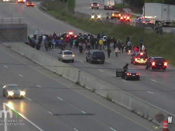 MnDOT webcam photo of marchers on westbound I-494