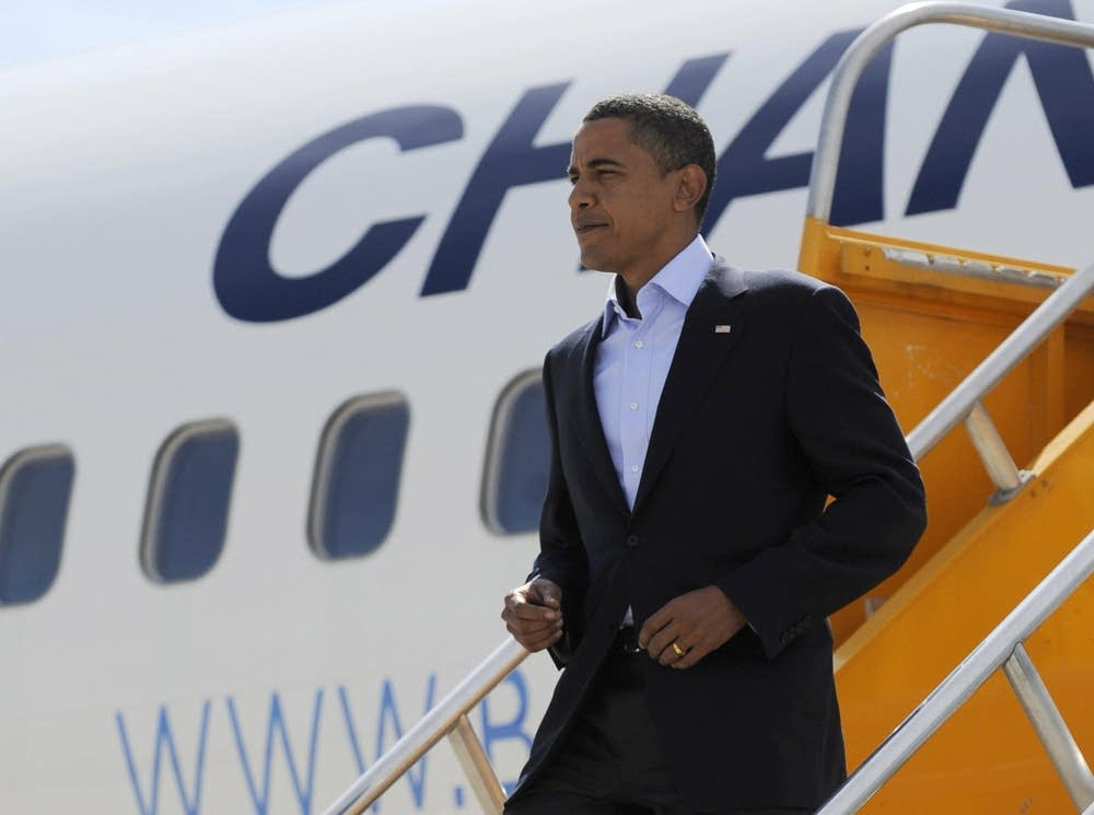 Barack Obama lands at Denver International