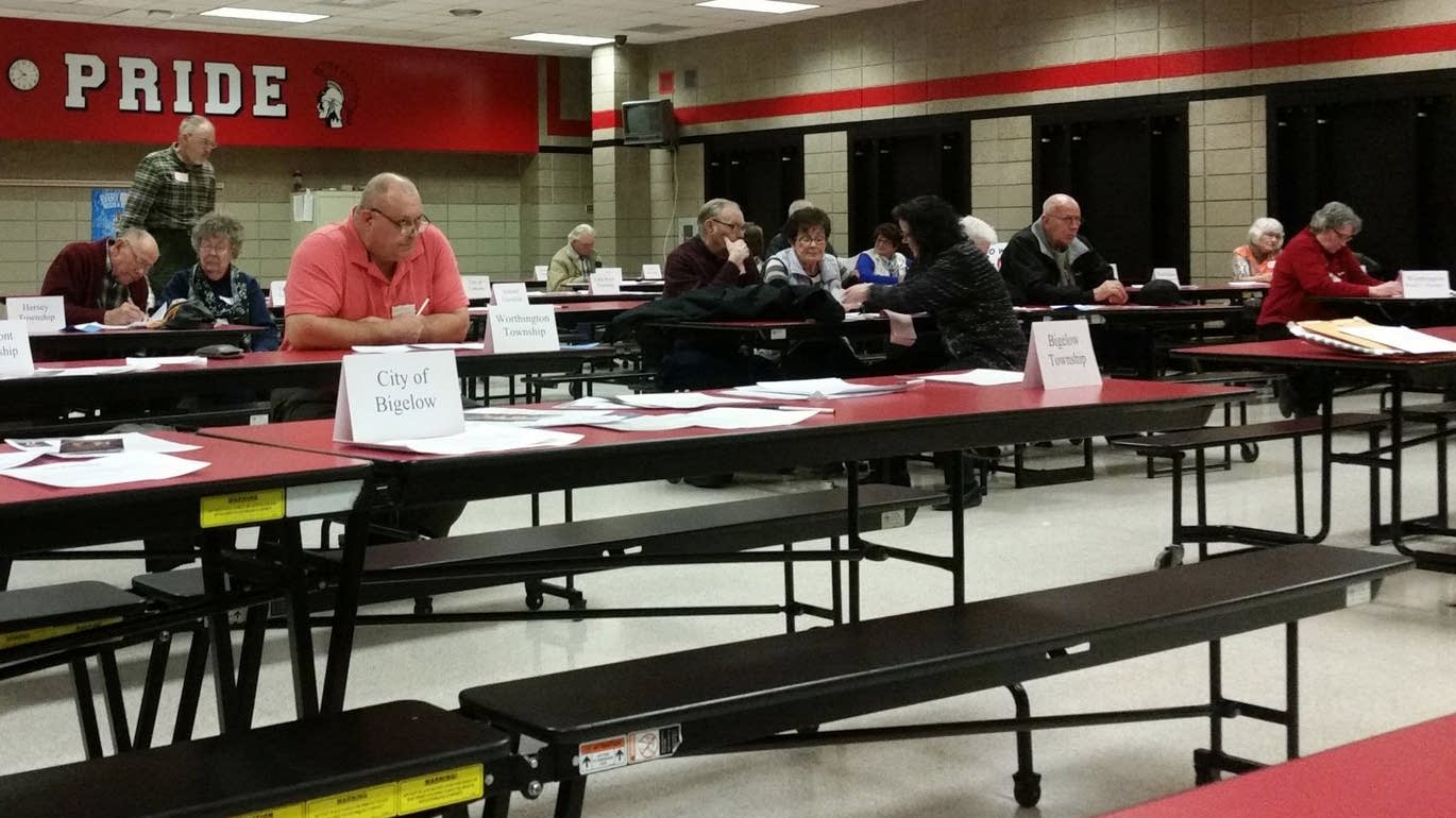 Snow held down attendance at the GOP caucus in Worthington.
