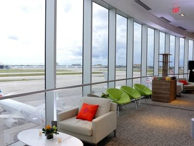 5004c4 20160718 lounge at miami international airport