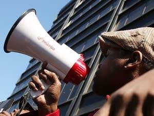 Verizon workers strike