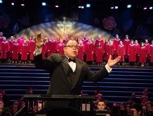 Anton Armstrong conducts St. Olaf Christmas