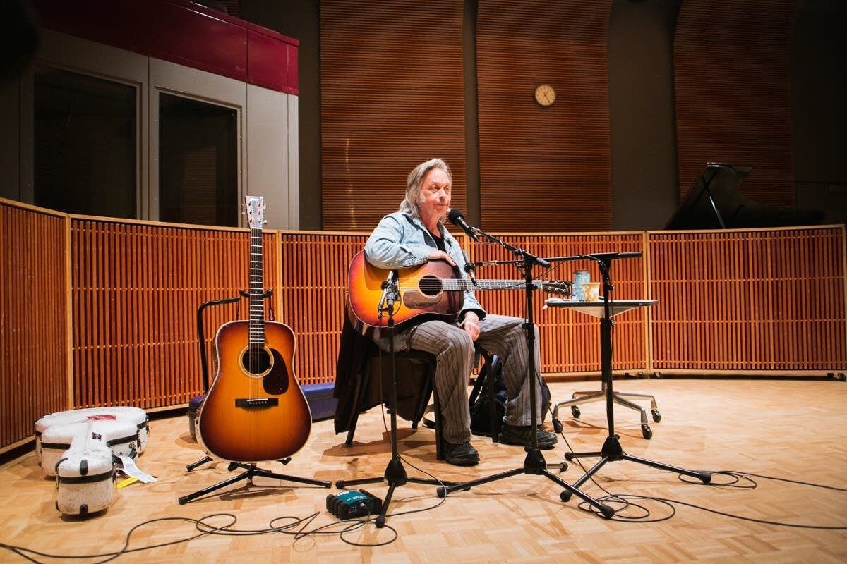 Jim Lauderdale performs at Radio Heartland