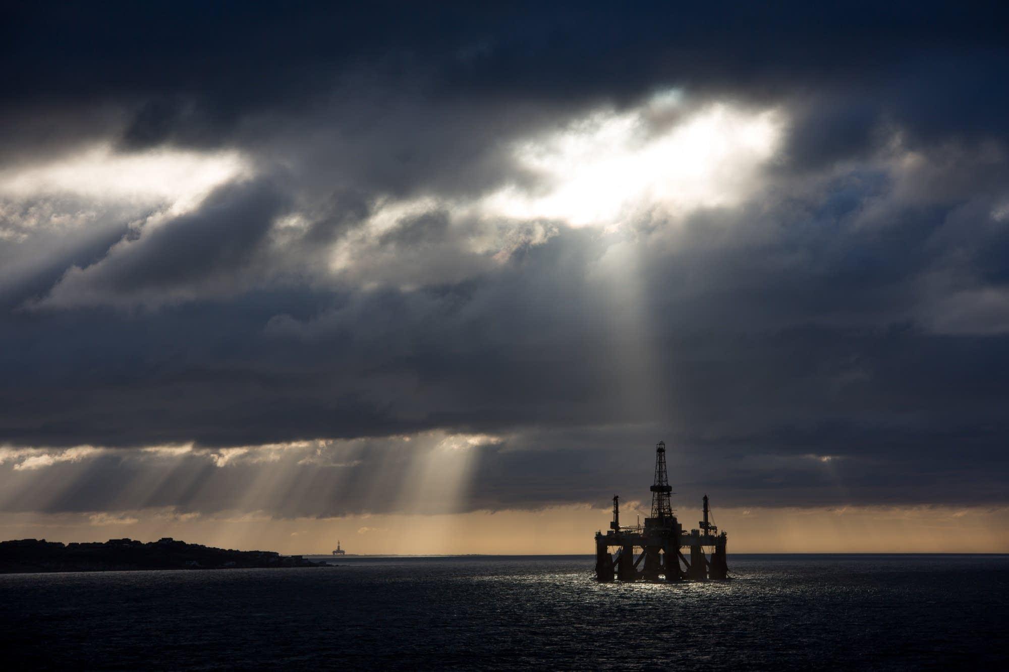 Invergordon - 50 - oil rig