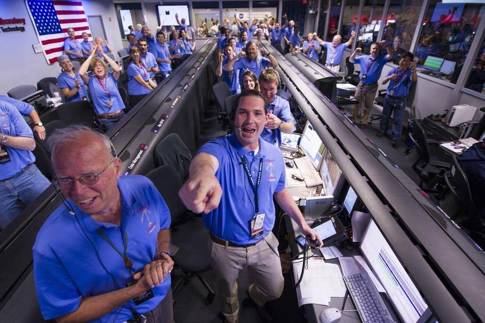 Cheering Curiosity's Mars landing