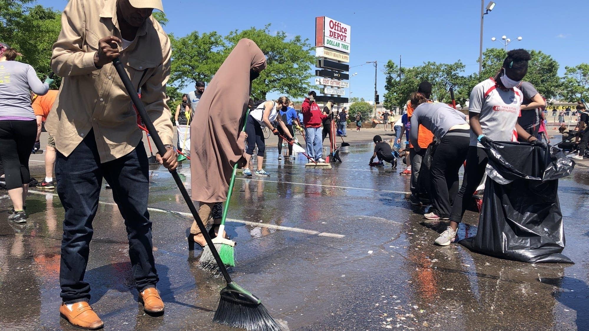 Volunteers flock to Twin Cities neighborhoods to clean up ravaged streets