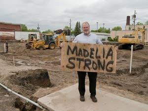 Tom Osborne holds the Madelia Strong sign.