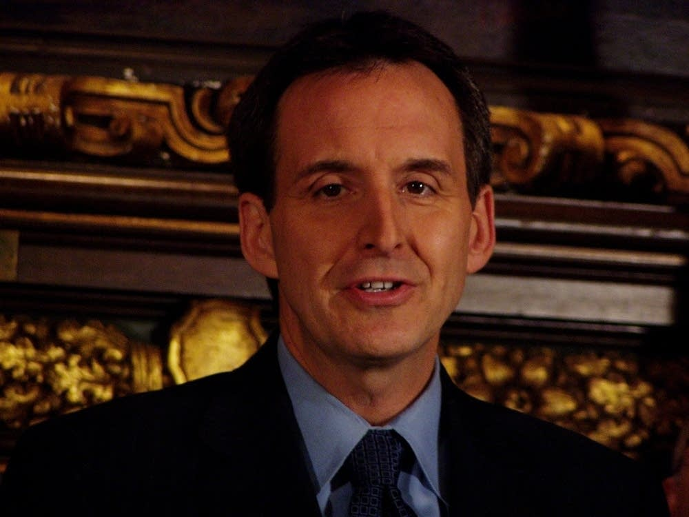 Pawlenty outlines revised budget