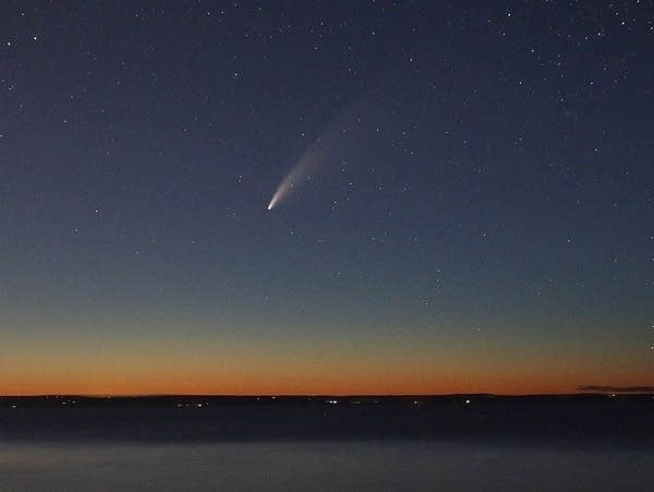 Comet Neowise shines in the twilight sky