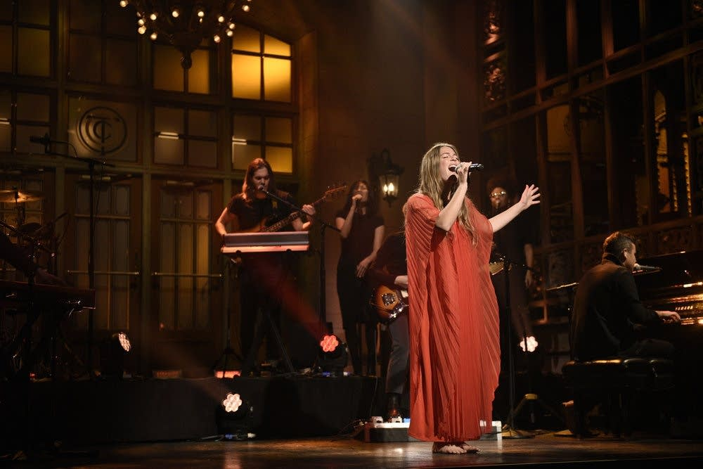 Maggie Rogers performs on 'Saturday Night Live'