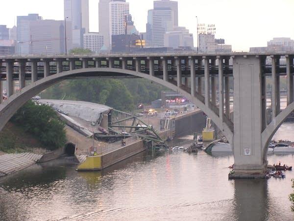 Remains of I-35W bridge