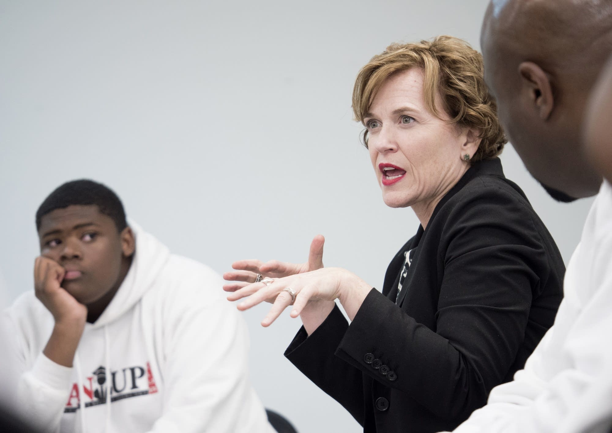 Minneapolis Mayor Betsy Hodges will step down in January