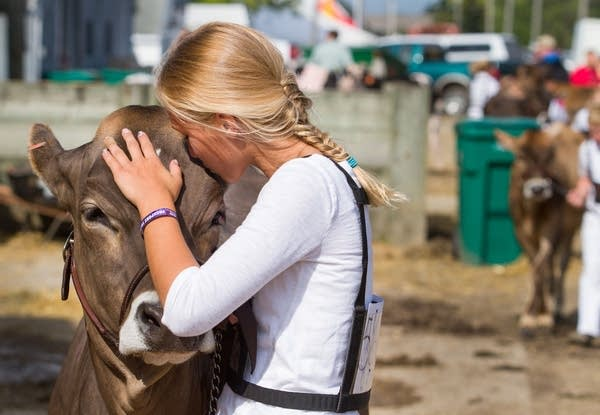 Fredin gave Sophie a kiss after winning.