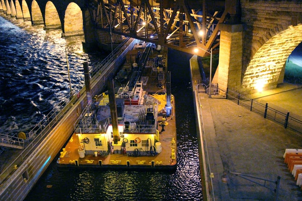 A crane barge was pushed into the lock.