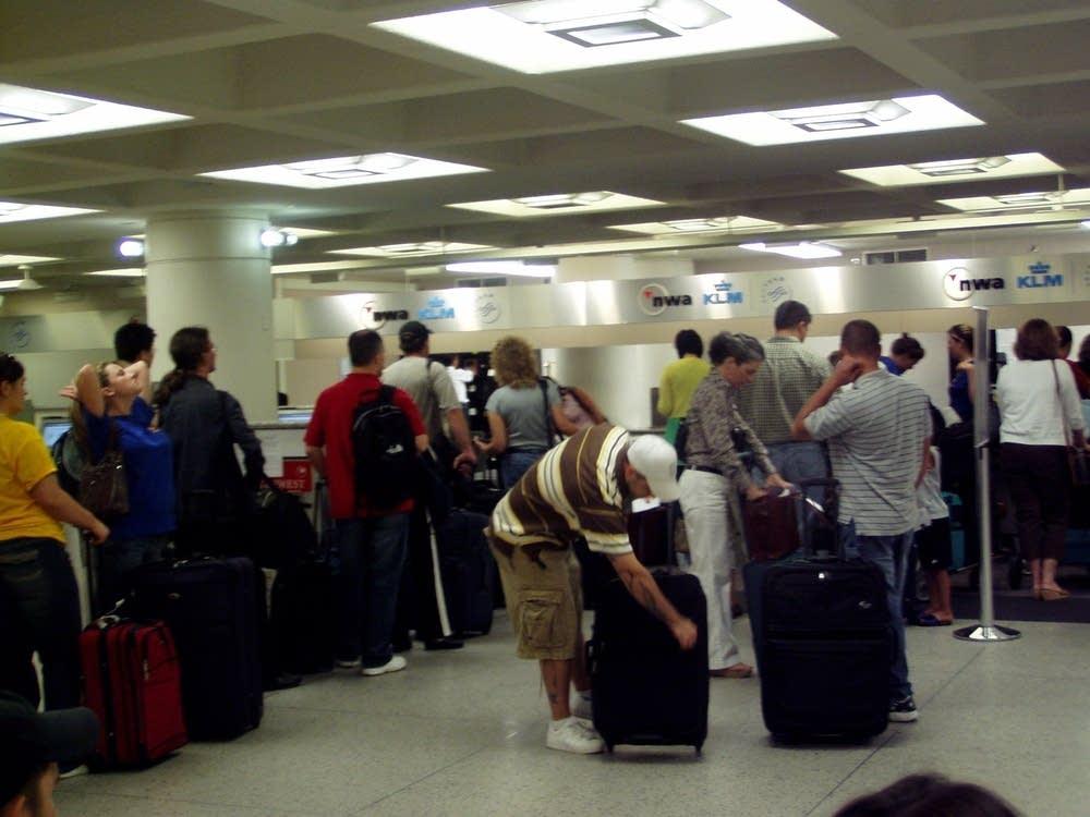 NWA passengers on line
