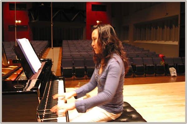 Jie Chen, piano