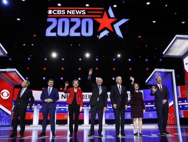 Democratic presidential candidates on debate stage.