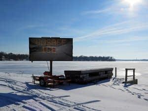 Henn. Co. posted a thin ice warning on Lake Mtka.
