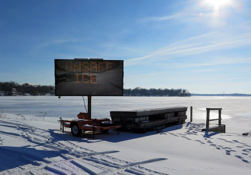 Henn. Co. posted a thin ice warning on Lake Mtka.