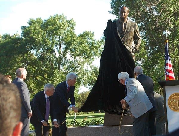 Humphrey statue unveiled