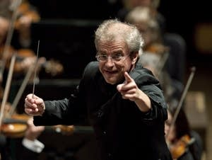 Osmo Vanska conducts
