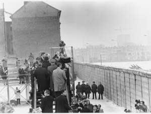 Nixon at the Berlin Wall, 1969