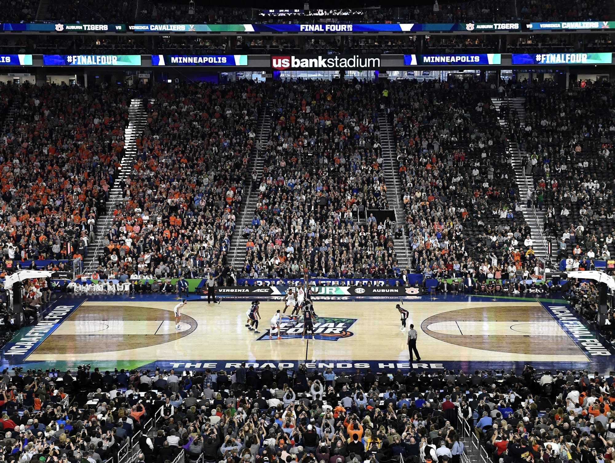 Tip-off of Final Four in Minneapolis
