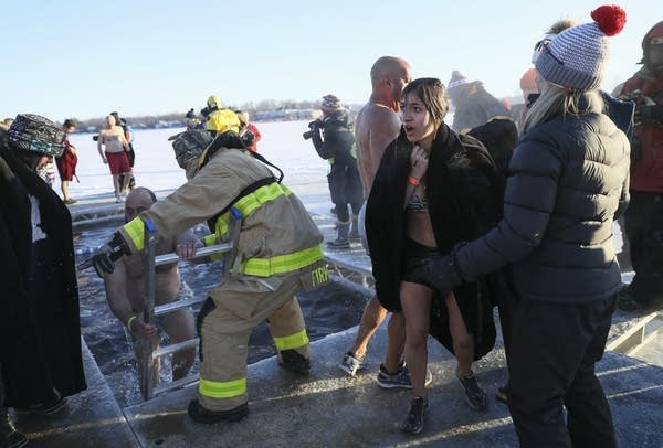 People plunge into icy Lake Minnetonka to raise money for US veterans