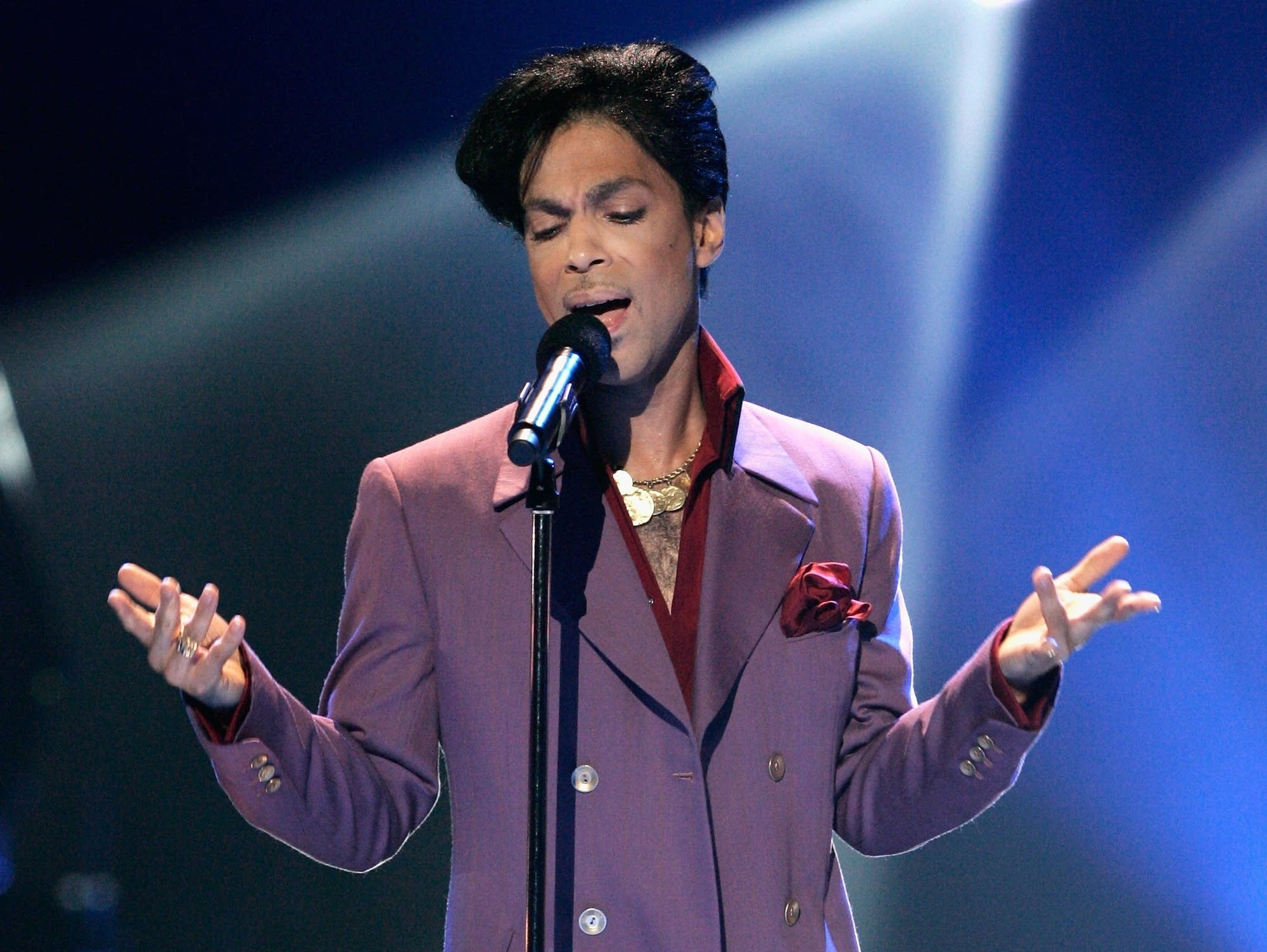 Prince performs on American Idol