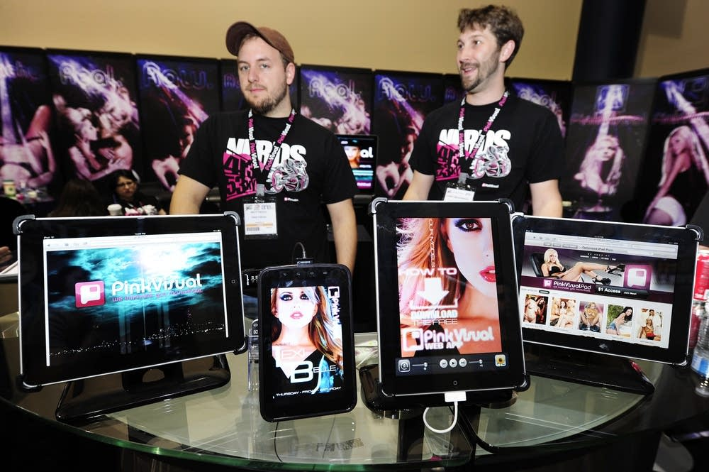 The iPads and one Samsung Galaxy (2L) wi