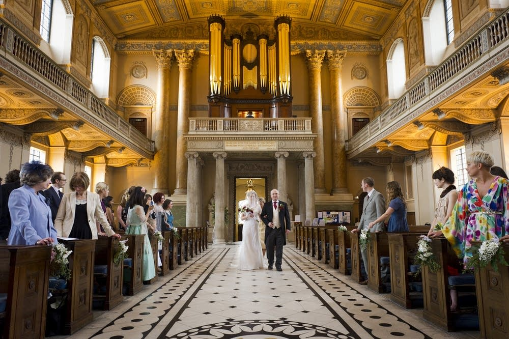 Piano Songs To Walk Down The Aisle To: The Best 7 Pieces To Accompany Your Walk Down The Aisle