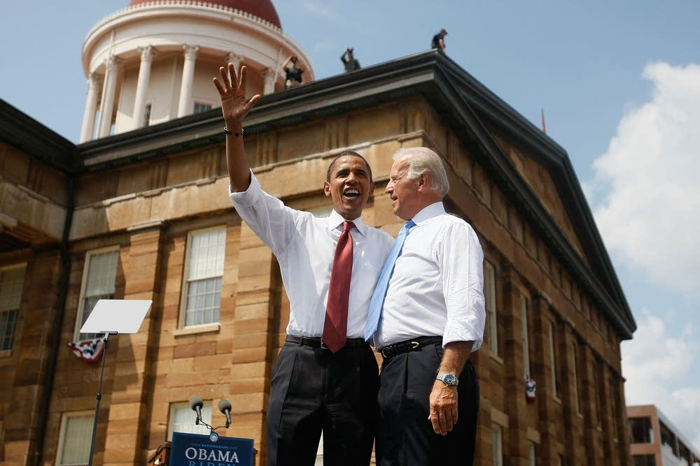 Obama and Biden at the Illinois Capitol