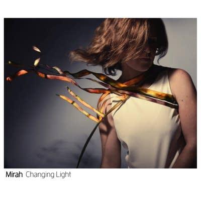 8ed922 20140708 mirah changing light