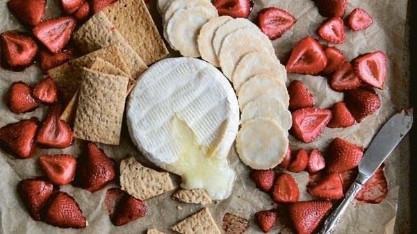 Baked Brie & Strawberries
