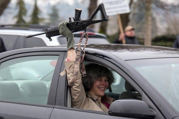Pro-gun activists rally in Washington State