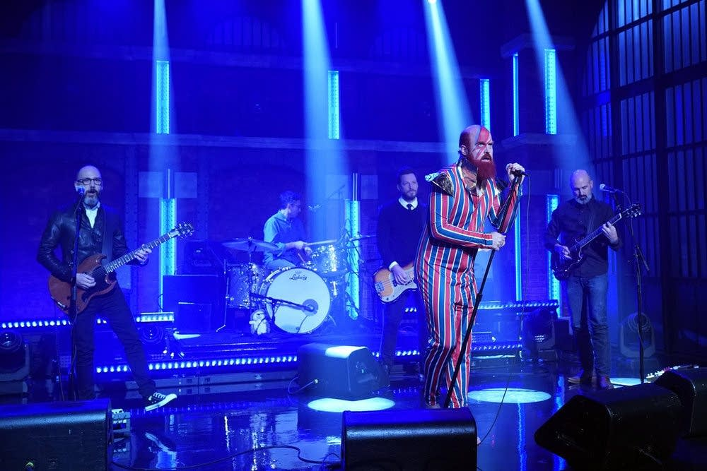 Les Savy Fav performing on 'Late Night with Seth Meyers'