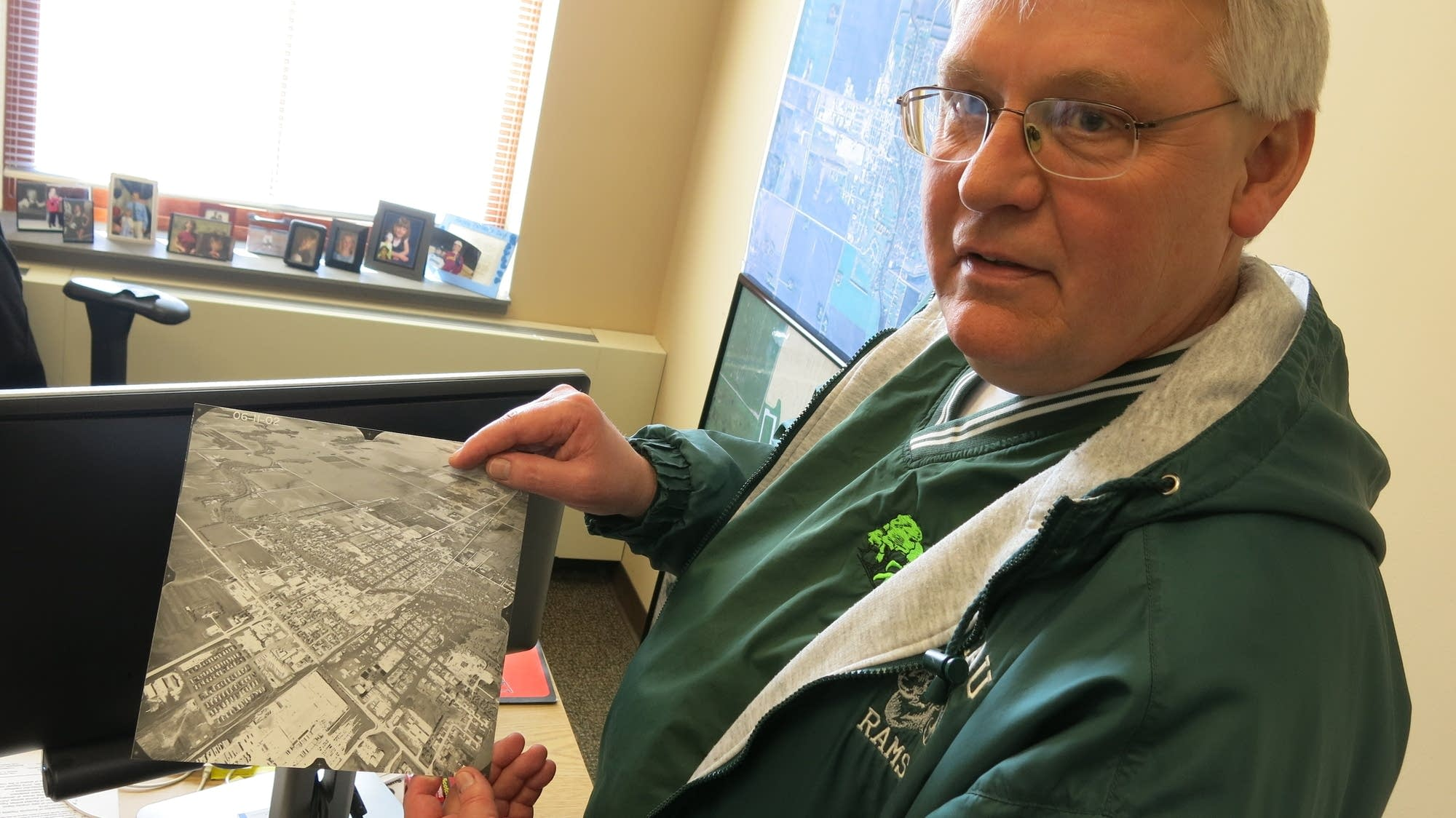 Roseau Mayor Jeff Pelowski shows a picture during a massive flood in 2002.