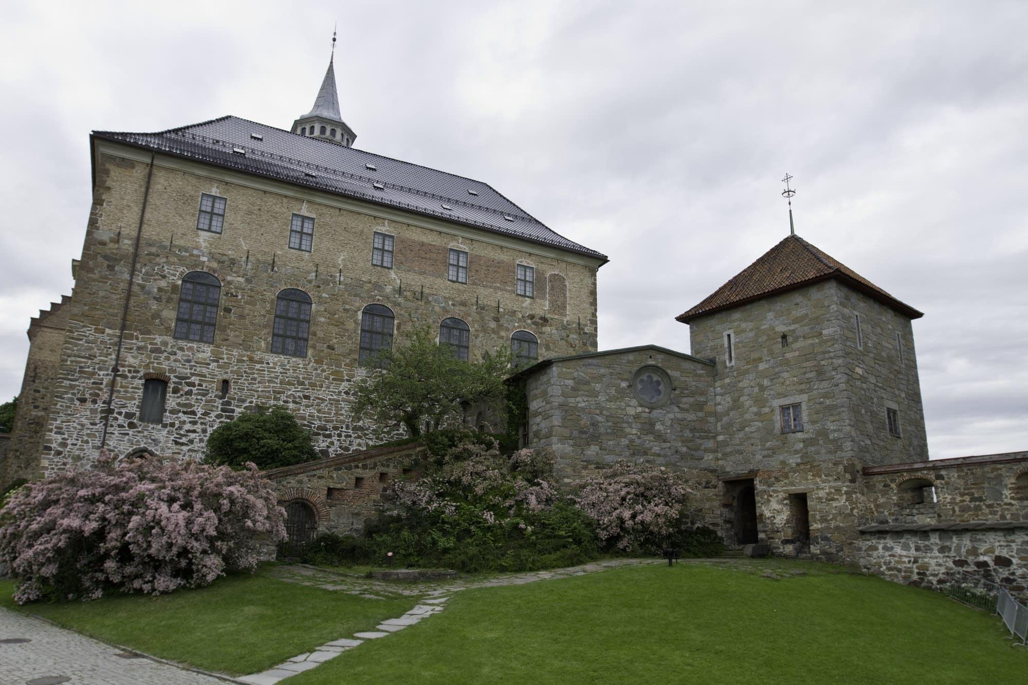Oslo - 32 - castle buildings exterior