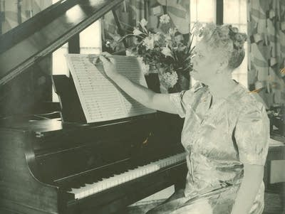 79fd96 20160922 florence price at the piano
