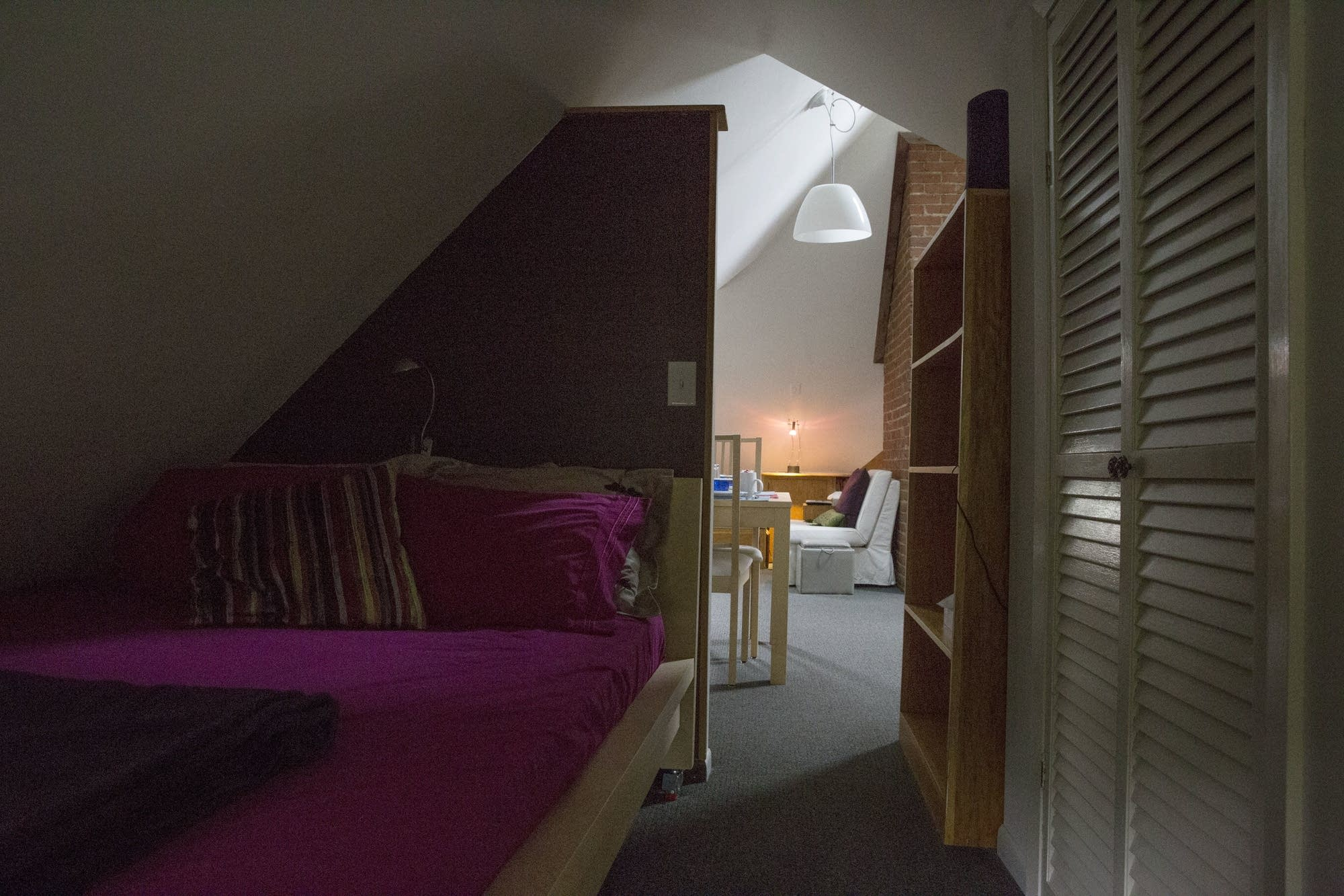 Merveilleux The Bedroom Section Of Tess Galatiu0027s Airbnb Rental Is Tucked ...