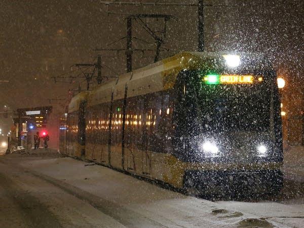 Heavy snow falling in downtown St. Paul