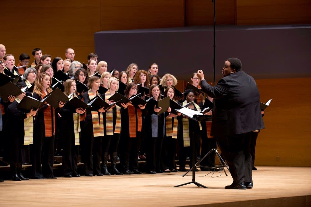 Tesfa conducts VocalEssence Chorus