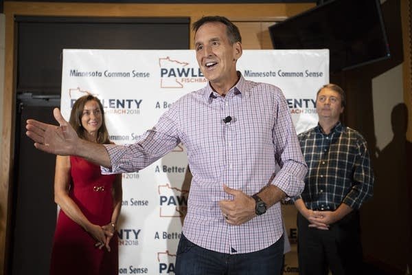 Tim Pawlenty speaks to the crowd of supporters.